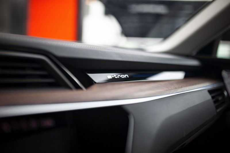 "Audi e-tron 55 Quattro *4% Bijtelling / Massage / HUD / Pano / 21"" / Hulppakket Stad & Tour* afbeelding 24"