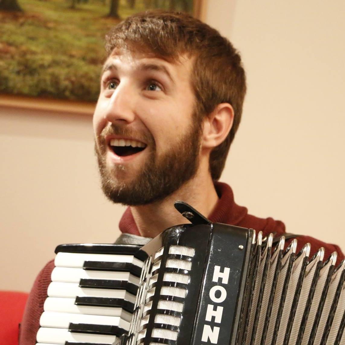 Enric Bisbe Gil, playing the accordion