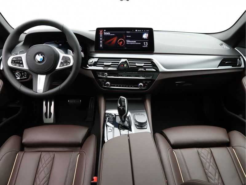 BMW 5 Serie Touring 530d High Exe M-Sport Face-lift ! afbeelding 17