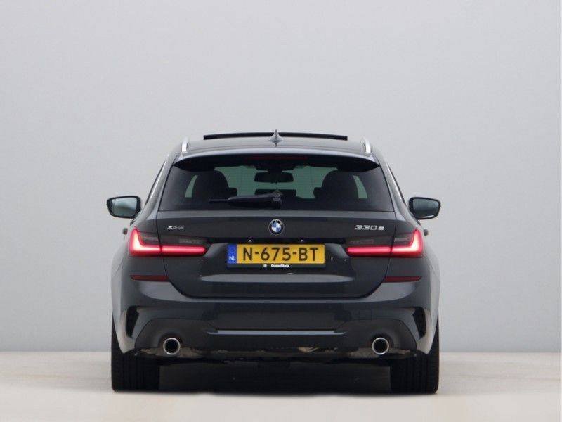 BMW 3 Serie Touring 330e xDrive High Executive Model M Sport afbeelding 10