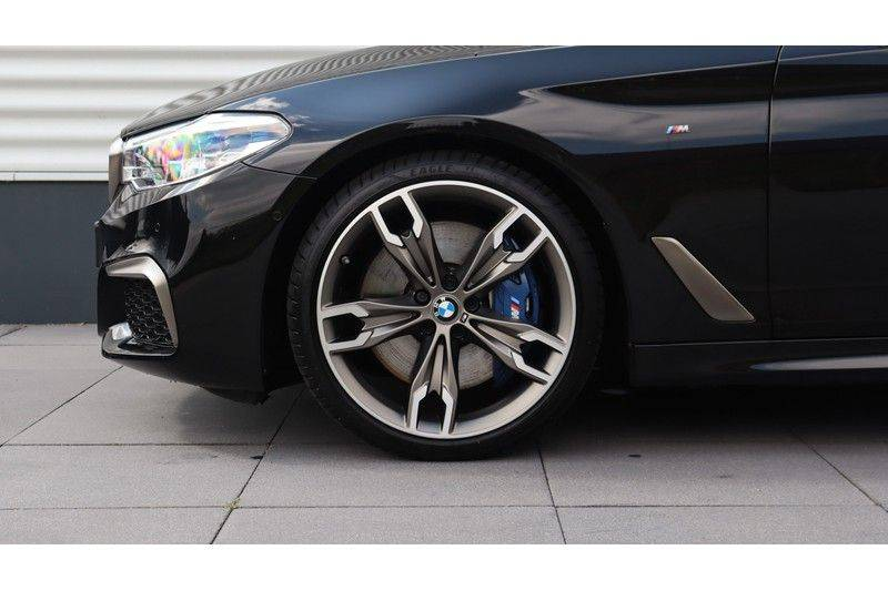 BMW 5 Serie Touring M550d xDrive High Executive Bowers & Wilkins, Head-Up Display, Soft-Close, Stoelventilatie afbeelding 4