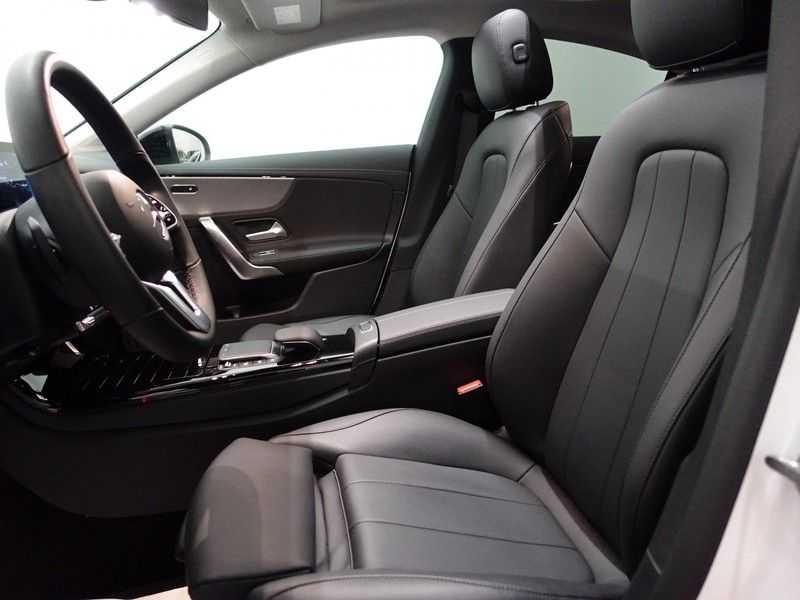Mercedes-Benz CLA-Klasse AMG Night Edition Autom- Panodak, MBUX Widescreen, Leer, 2dkm! afbeelding 22