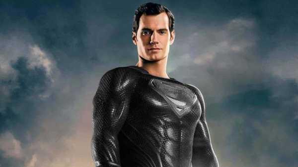 Superman veste preto em A versão de Zack Snyder de Liga da Justiça
