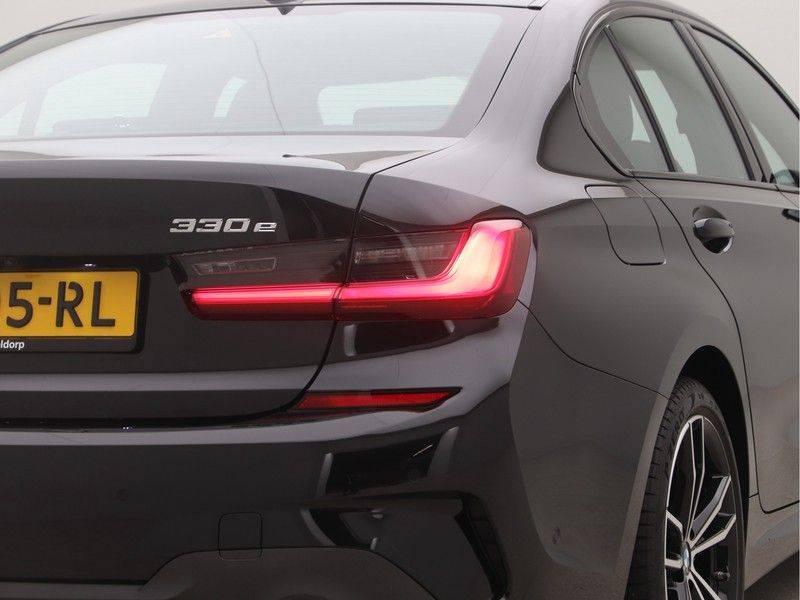 BMW 3 Serie Sedan 330e High Executive M-Sport Automaat afbeelding 21
