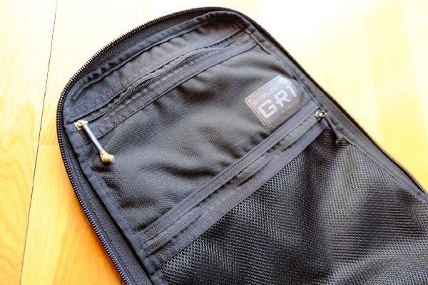 The GR1 has two internal pockets