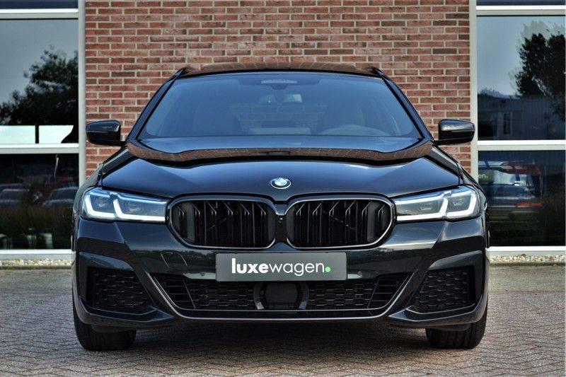 BMW 5 Serie Touring 540i xDrive 333pk M-Sport Pano Laser Comfort LiveCp DA+ HUD 20inch afbeelding 7
