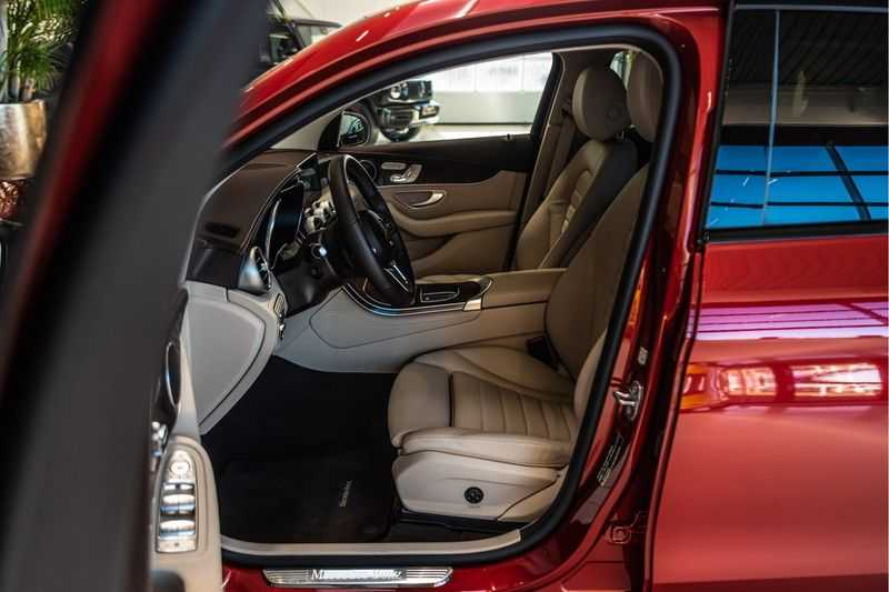 Mercedes-Benz GLC Coupé 300 4MATIC AMG | Night pakket | Distronic | Memory |Sound systeem | Sfeerverlichting | Luxury interieur | Apple Carplay | afbeelding 3
