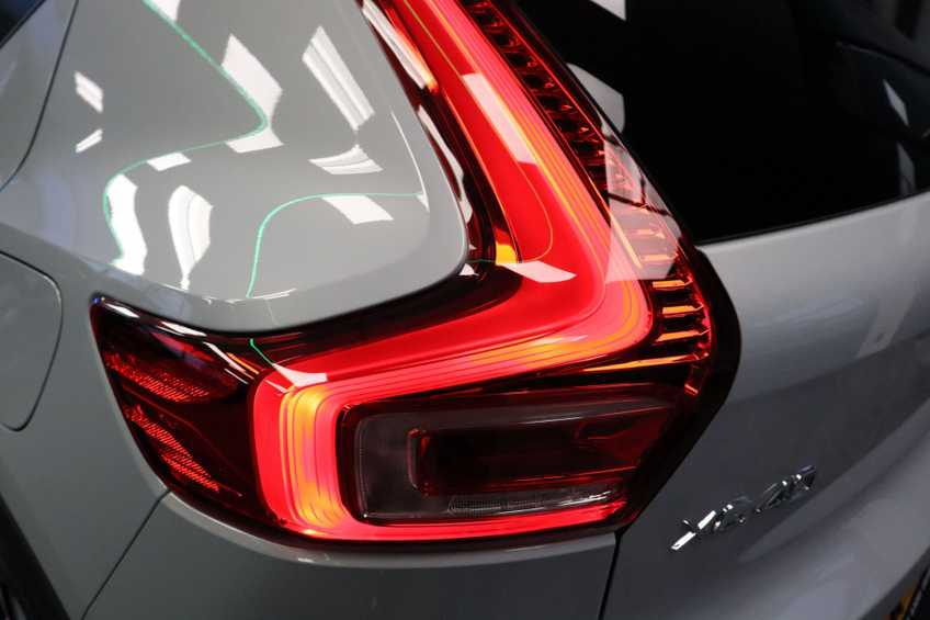 "Volvo XC40 Recharge P8 AWD R-Design | prijs ex.btw 55.987 | Panoramadak 360 Camera 20""LM 8% Bijtelling Direct Leverbaar afbeelding 30"