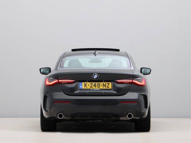BMW 4 Serie 420i Coupé High Exe M-Sport Aut. afbeelding 10