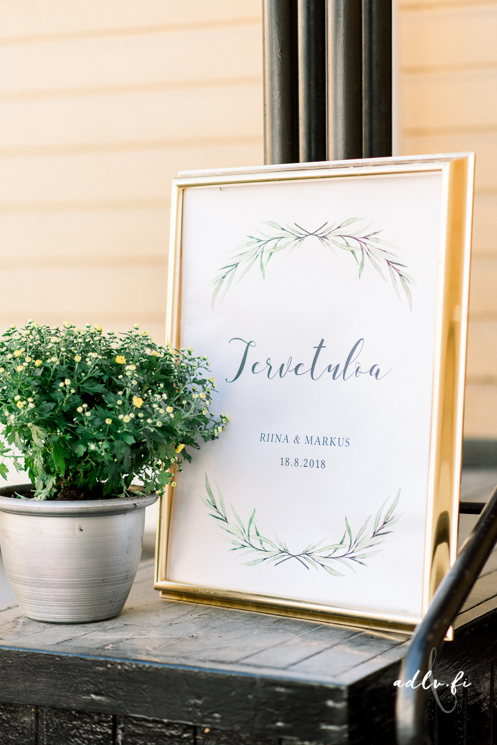 Green laurel welcome sign design. Photo by ADLV Photography.  item