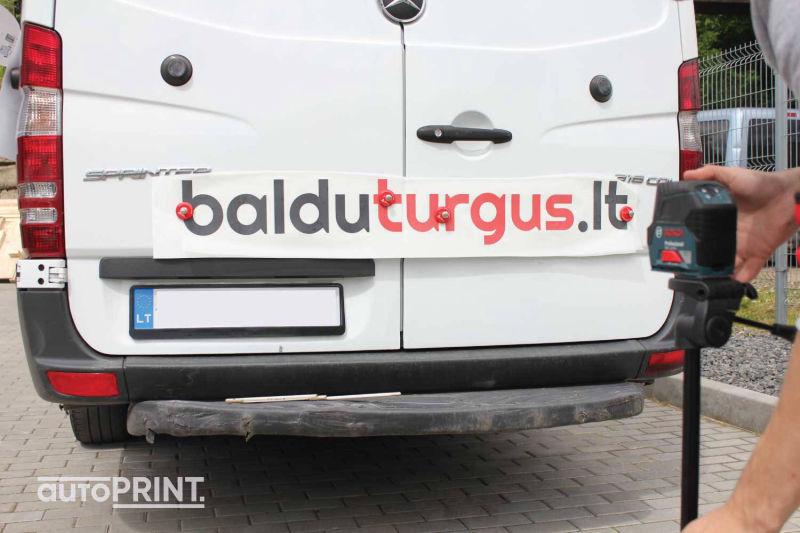 Baltu turgus autobusiuko apklijavimas