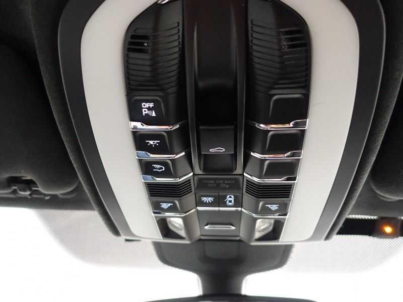 Porsche Cayenne 4.8 Turbo 500pk Designo Tiptr. Aut- Schuifdak, Leer, Sport Chrono, Akrapovic afbeelding 17