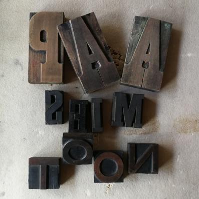 houten letters aap mies noot