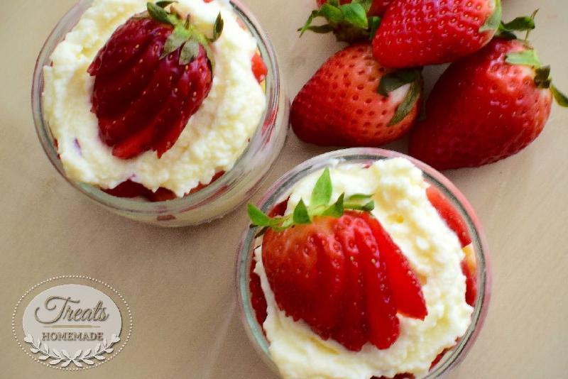 Strawberries and mascarpone cream glasses