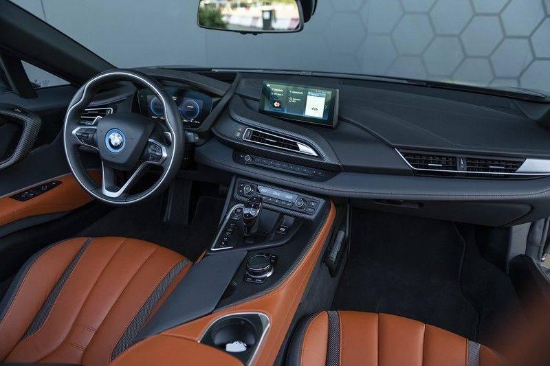BMW i8 Roadster Dry Carbon, Carbon interieur afwerking, Accaro fijn nappa leder, Progressive package , Laser LED Koplampen afbeelding 4