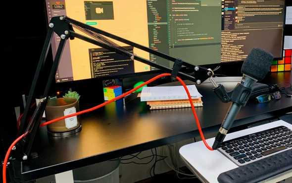 Microphone scissor stand