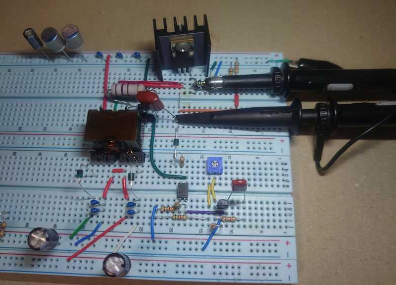 ブレッドボード上の実験回路