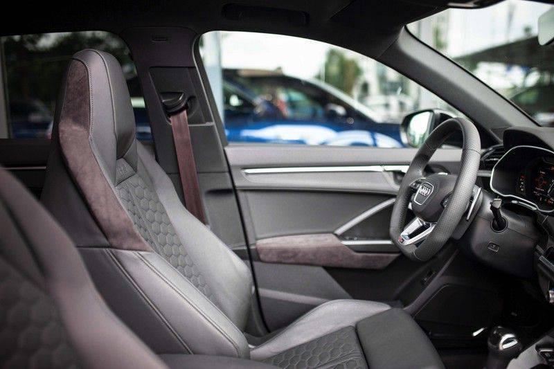 Audi RS Q3 2.5 TFSI Quattro *B&O / Pano / ACC / RS Sportstoelen / Sportuitlaat / Trekhaak* afbeelding 6