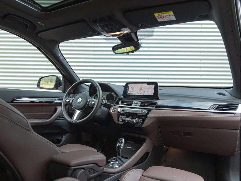 BMW X1 xDrive20i High Executive - Memoryzetel - Panorama - Trekhaak - Harman Kardon afbeelding 3