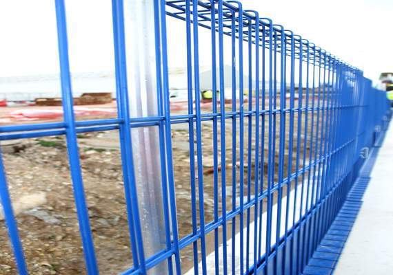 Edge protection fence blue