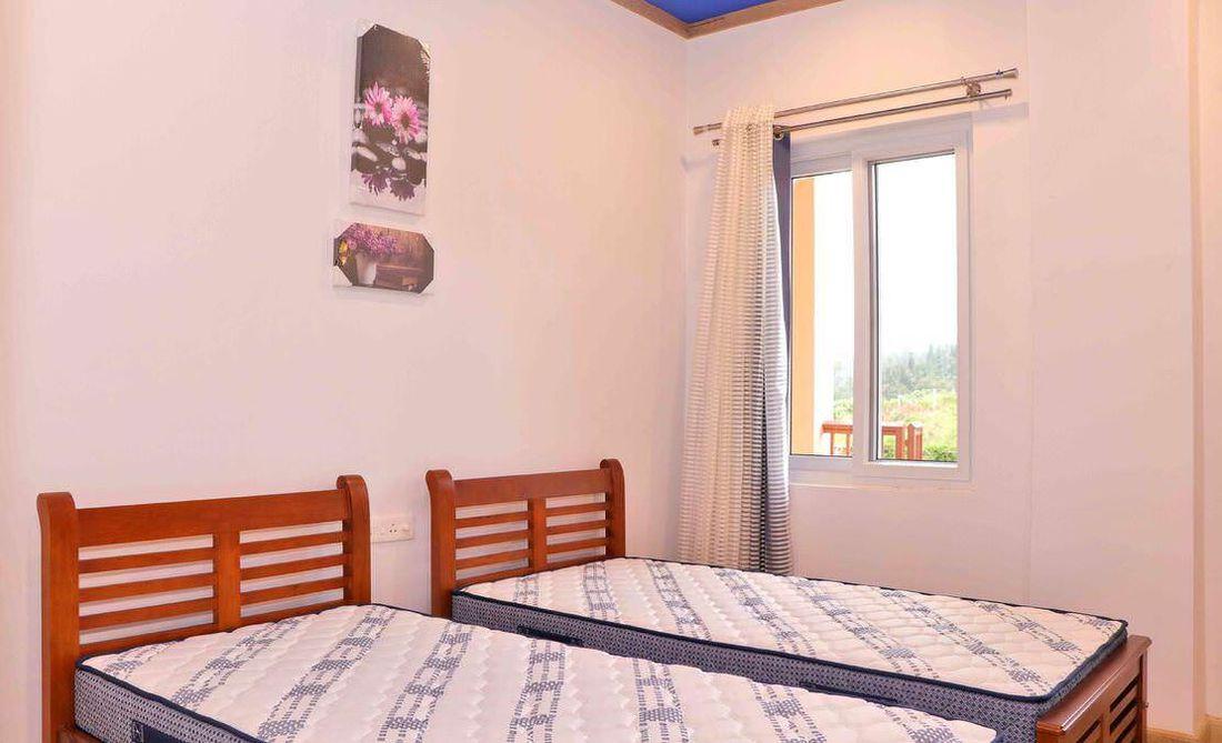 Guest bedroom at Streamside Marigold