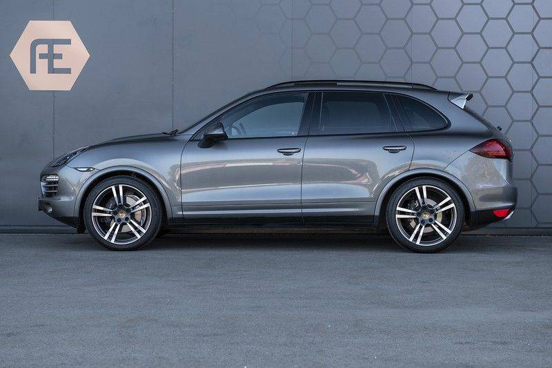 Porsche Cayenne 3.0 D Platinum Edition Org. Ned. + Dealer onderhouden + Sportchrono + Stuur/ Stoel verwarming+ Stoel koeling + Bose afbeelding 2