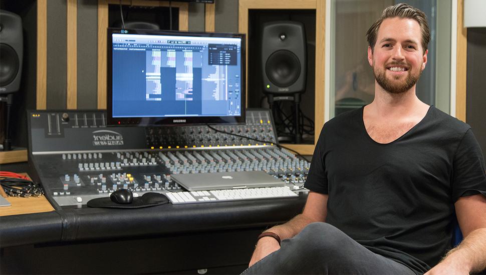 Christoffer startade en egen musikstudio
