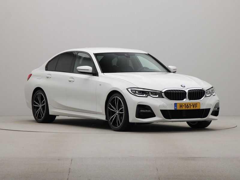 BMW 3 Serie Sedan 320i High Executive M-Sport Automaat afbeelding 8