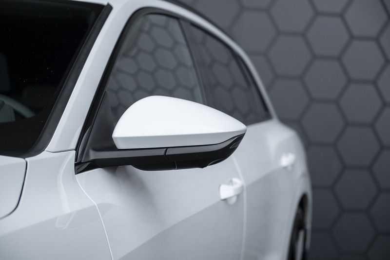 "Audi e-tron e-tron 55 quattro advanced Pro Line S 4% bijtelling!! DEC. 2018!! € 146,- netto bijtelling pm! Head-up + B&O etc. Tot januari 2024 4% bijtelling!! Prijs inclusief 22"" velgen afbeelding 11"