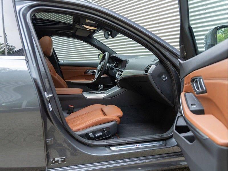 BMW 3 Serie Touring 330i M-Sport - Individual - Memoryzetels - Trekhaak - Panorama afbeelding 13