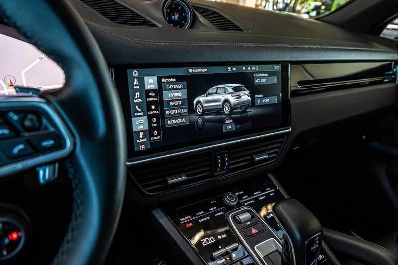 Porsche Cayenne E-Hybrid | Sport-Chrono | Panorama | BOSE | PASM | Adaptieve Sportstoelen afbeelding 23
