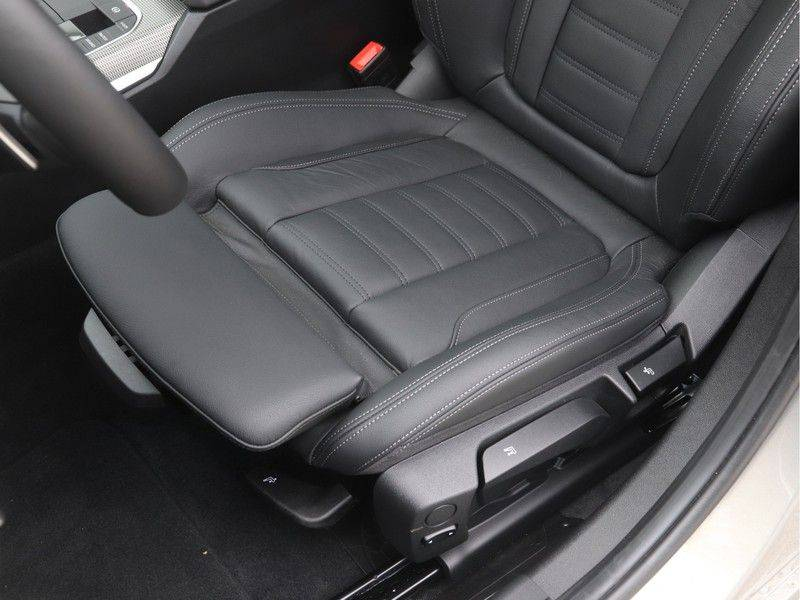 BMW 3 Serie Sedan 320i High Executive M-Sport Automaat afbeelding 14