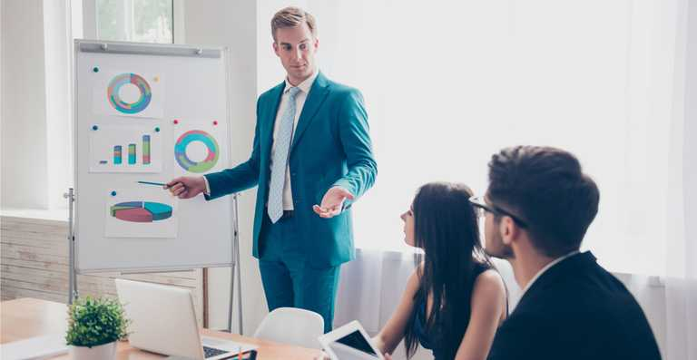 Management și Leadership