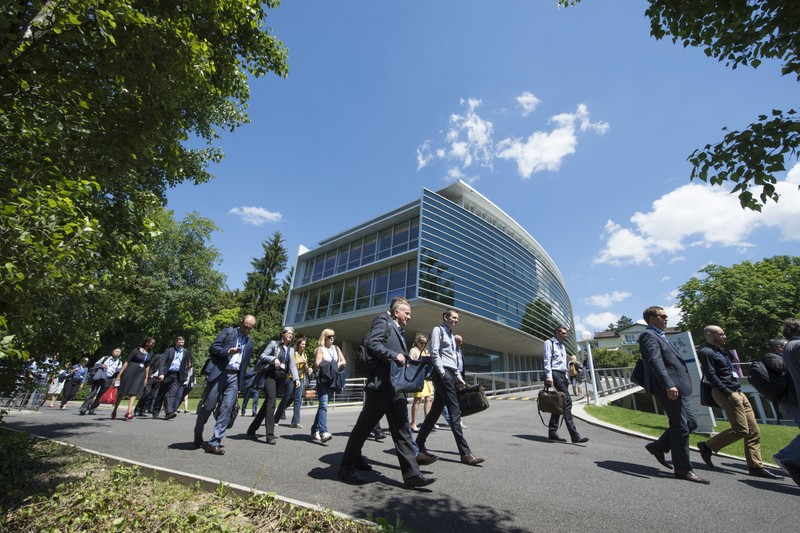 Students walking outside on a sunny day on the IMD campus