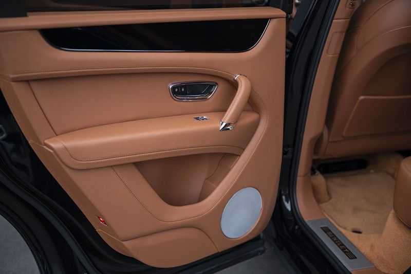 Bentley Bentayga 4.0 D (BTW AUTO) Elektrische trekhaak + Apple Carplay + Adaptive Cruise + Nachtzicht + Werkelijk in nieuwstaat afbeelding 21