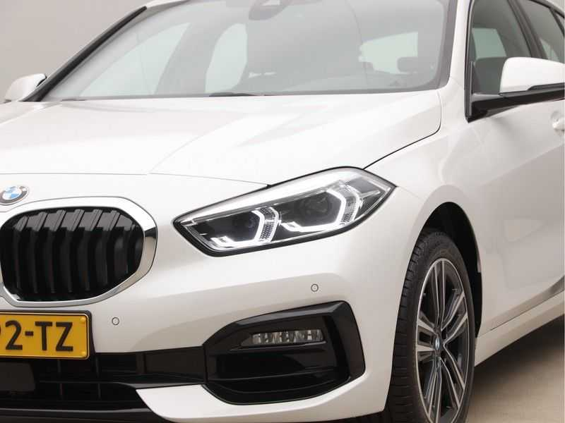 BMW 1 Serie 118i High Executive Edition Sport Line afbeelding 18