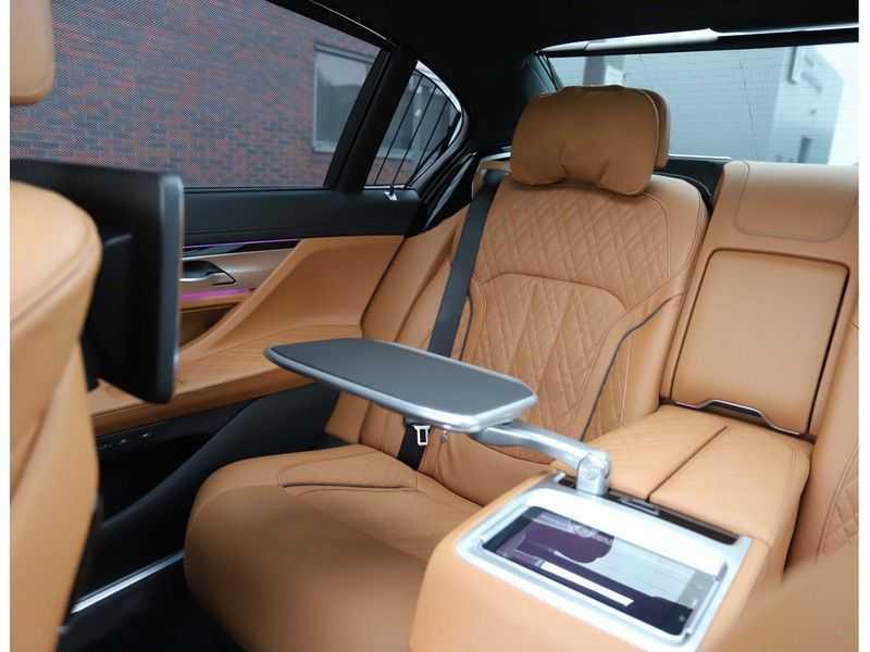 BMW 7 Serie M760Li xDrive *Dravit grey*Executive seats*Sky Lounge*Full option* afbeelding 22