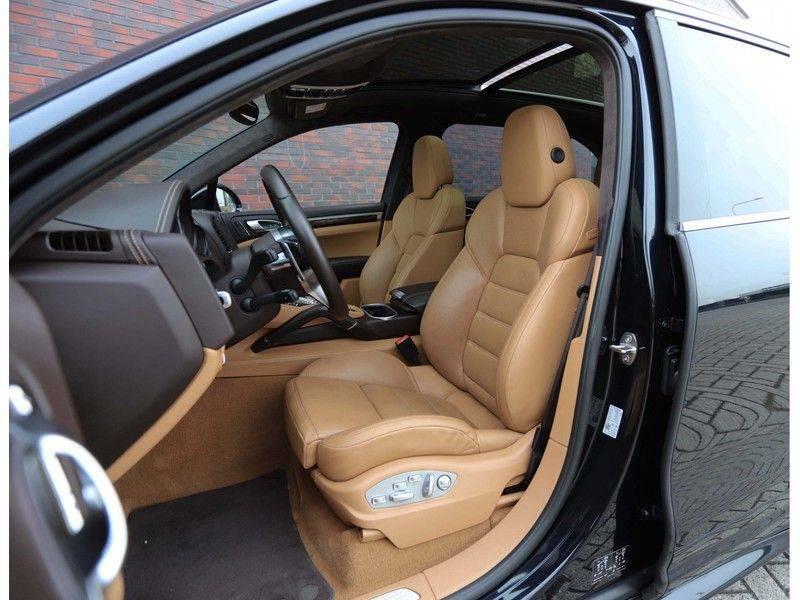 Porsche Cayenne Turbo *SportDesign*Pano*360cam*Chrono*Soft-Close* afbeelding 23