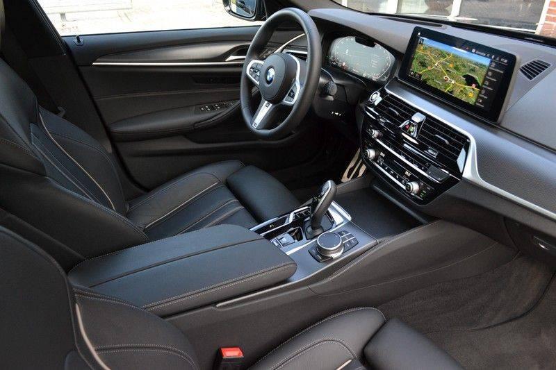 BMW 5 Serie Touring 540i xDrive 333pk M-Sport Pano Laser Comfort LiveCp DA+ HUD 20inch afbeelding 3