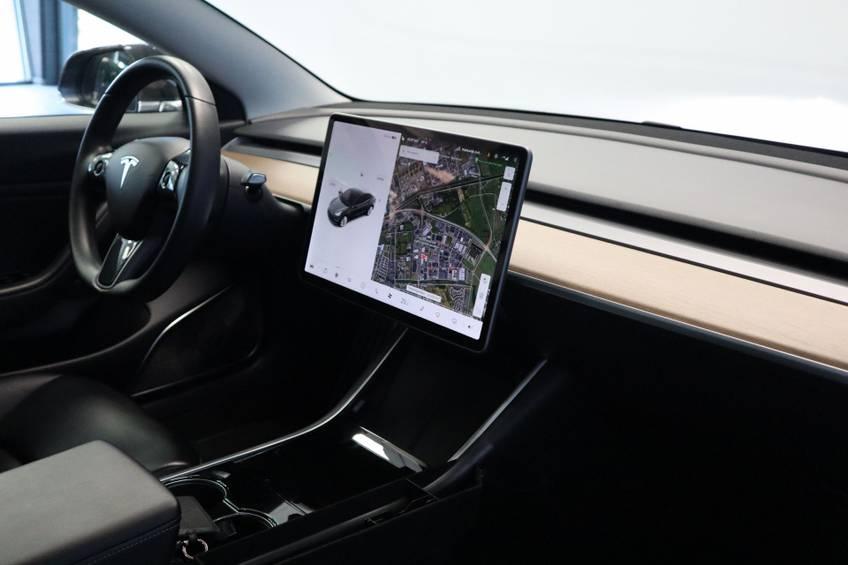 """Tesla Model 3 Long Range   prijs ex.btw 45.889,-   4% 19""""LM Grijs Zwart Performance Look afbeelding 27"""