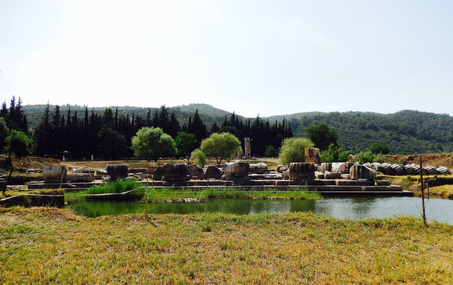 Feeling Apollo: The Sensual Paradigms of Landscape at the Sanctuary of Apollo at Klaros