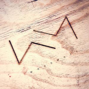 Logo til WoodMott