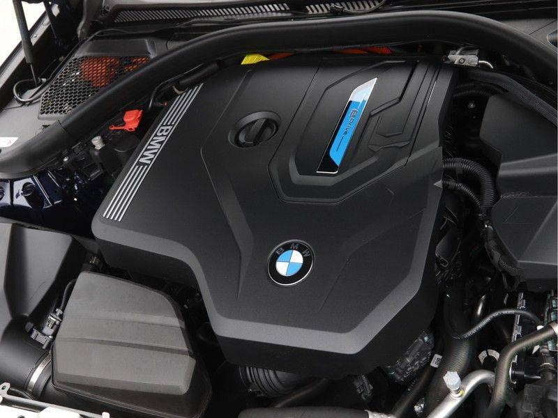 BMW 3 Serie 330Xe Touring High Exe M-Sport afbeelding 4