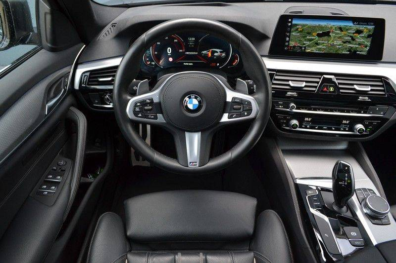 BMW 5 Serie Touring M550d xDrive 400pk Pano Standk ACC 20inch Adp-LED HUD afbeelding 10