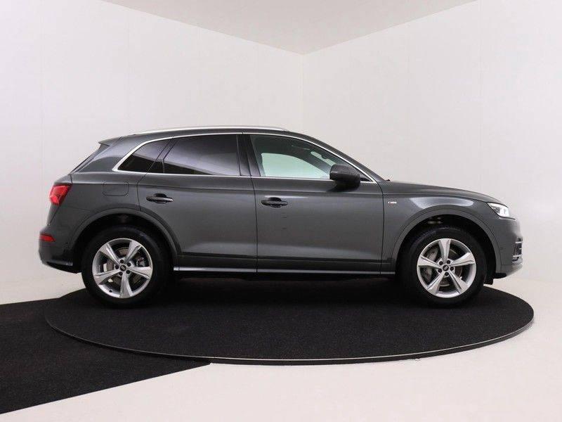 Audi Q5 50 TFSI e 299 pk quattro S edition   S-Line  Assistentiepakket City/Parking/Tour   360* Camera   Trekhaak wegklapbaar   Elektrisch verstelbare/verwambare voorstoelen   Adaptive Cruise Control   Verlengde fabrieksgarantie afbeelding 9
