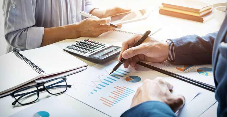 Financiar și Legal