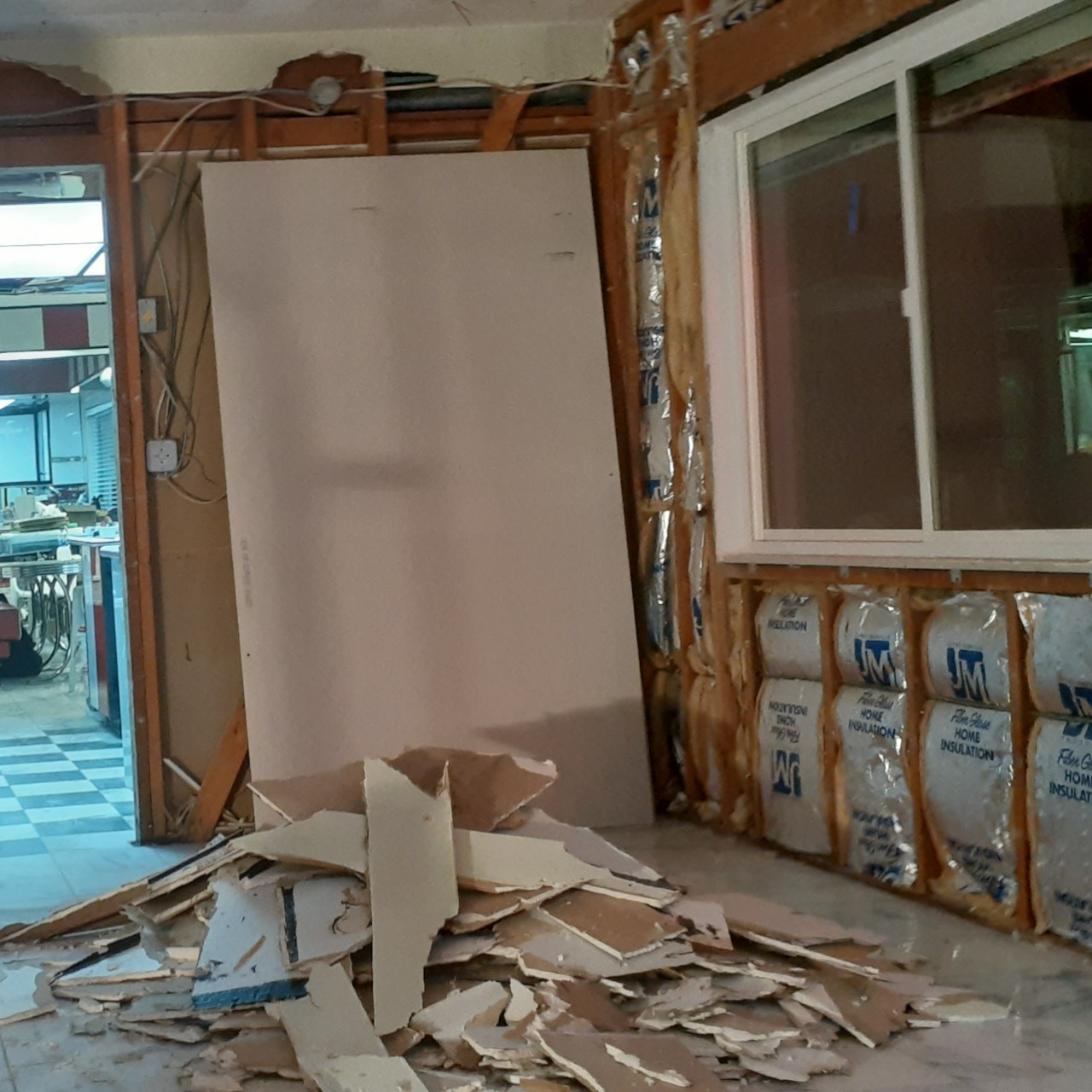 remodeling-living-room-interior--before-01