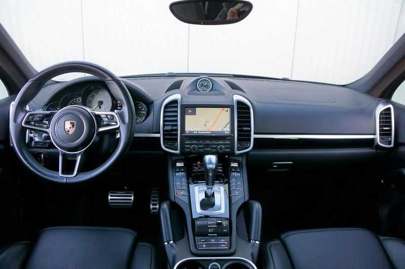 Porsche Cayenne 3.0 S E-Hybrid / Sport Chrono / Panodak / Trekhaak / Bose / Luchtvering / Sportstoelen afbeelding 8