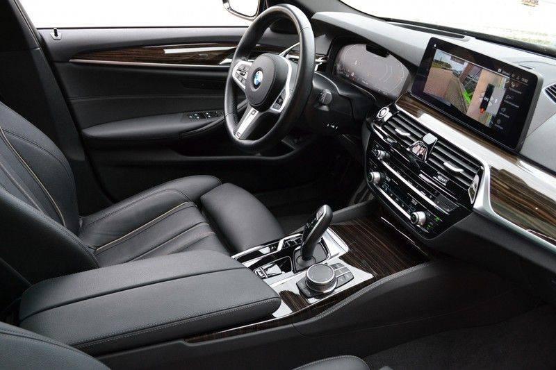 "BMW 5 Serie Touring 530d 286pk M-Sport Pano DA+ PA+ Laser 21"" Adp-drive HUD afbeelding 3"