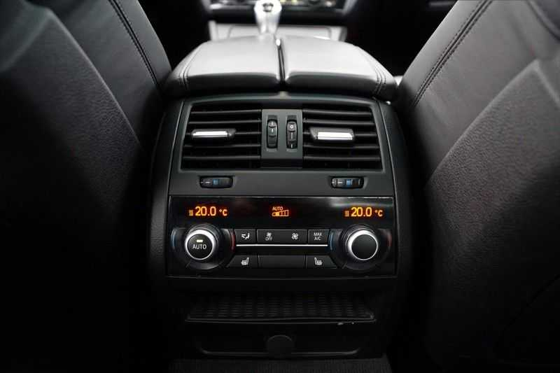 BMW 5 Serie M5 / Schuifdak / Harman Kardon / Side Assist / Head-Up / Stuurverw. / Trekhaak / Massage afbeelding 12